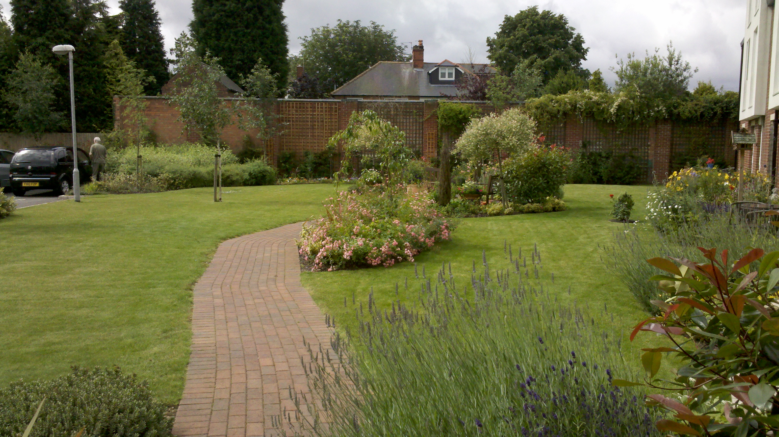 Garden and grounds maintenance nottingham and southwell for Affordable garden services